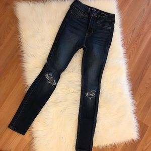 Hollister High-Rise Ripped Knee Super Skinny 00